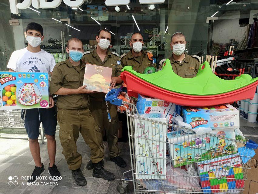 חנות ביבי סטוק במרכז של קרסו מעלה אדומים בתרומה לילדים חולי קורונה צילום שלגית חבז